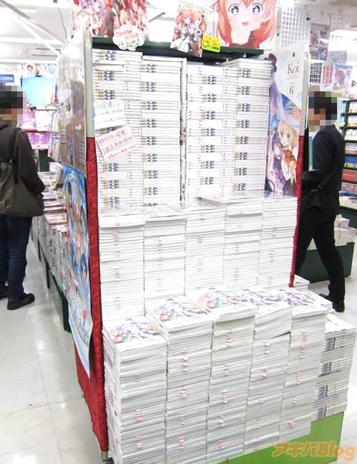メロンブックス秋葉原1号店「特典クリアファイル!裏表でつながる1枚絵に!よし、2冊買いだっ!」